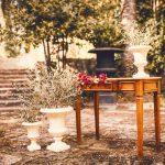 Mesa-altar-madera-marrón.jpg